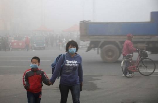 Cina, inquinamento smog: bambina di 8 anni muore di cancro ai polmoni