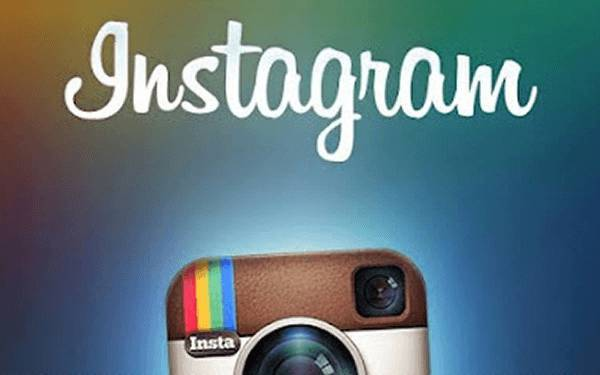 Facebook acquista Instagram: l'applicazione per foto da cellulari a disposizione di Mark Zuckerberg
