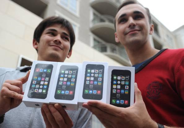 Nuovi iPhone, venduti 9 milioni di pezzi in un weekend