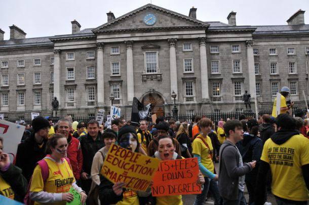 Aumento delle tasse universitarie: in Irlanda vibranti proteste da parte degli studenti