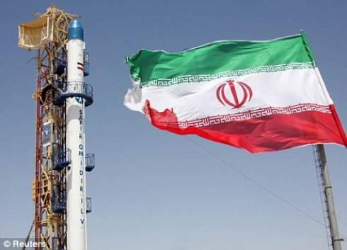 L'Iran si lancia nello spazio: Ahmadinejad svela nuovo progetto aerospaziale
