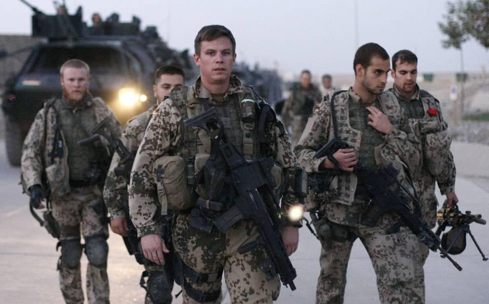 PRECIPITA ELICOTTERO / Afghanistan, morti nove soldati Nato: sale a 529 il numero di militari che hanno perso la vita nel 2010