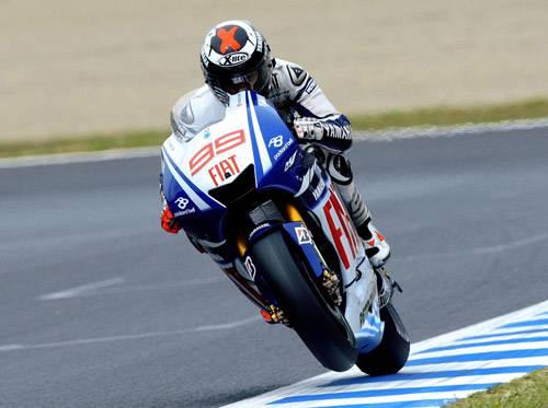 MOTOMONDIALE / Malesia, Lorenzo è campione del mondo ma Rossi vince il Gp e gli ruba la scena