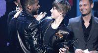 Justin Bieber re dell'American Music Awards vincendo quattro premi