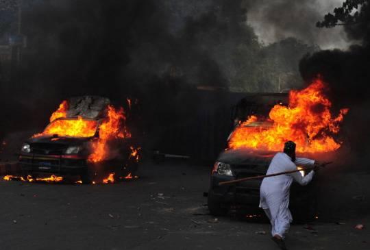 Proteste nel mondo islamico: caos e morti in Pakistan e Libia