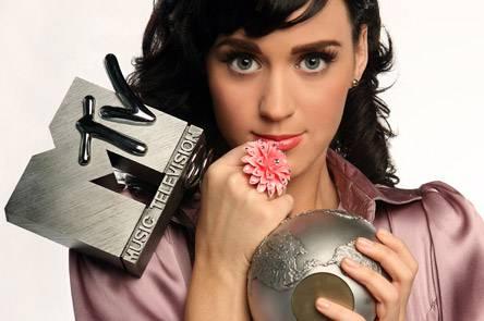 """X FACTOR 4 / Katy Perry, la cantante stasera ha cantato in diretta e presentato il suo secondo album """"Teenage Dream"""""""