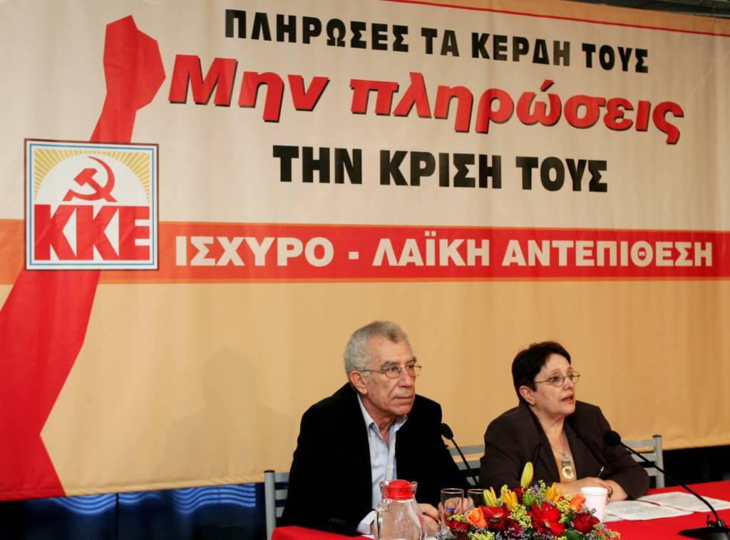 Grecia: calo del partito socialista del premier Papandreou nei sondaggi. Risalita dei comunisti Kke