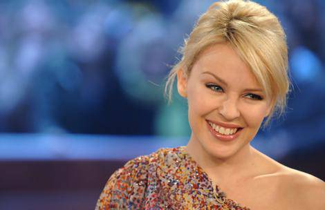MUSICA / Kylie Minogue, un pub nella campagna inglese ha ospitato un piccolo concerto della cantante