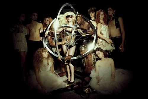 Lady Gaga annuncia nuovo album per Capodanno: un regalo per i 'little monsters'