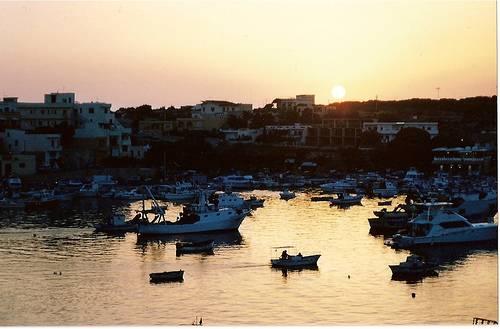 Lampedusa: tregua negli sbarchi di immigrati. Maroni accusa Malta per mancato soccorso