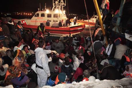 Lampedusa: nuovi sbarchi nella notte, arrivate 347 persone