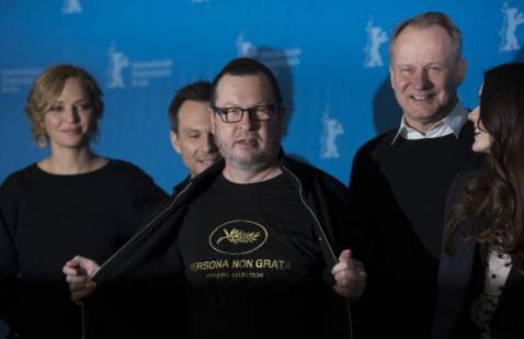 Lars Von Trier col cast del film (JOHANNES EISELE/AFP/Getty Images)