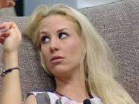 Diretta live Grande Fratello 11, Olivia chiarisce con Rosa il suo rapporto con Davide