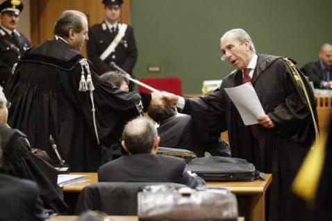 Antonio Di Pietro con la toga di avvocato (CARLO HERMANN/AFP/Getty Images)