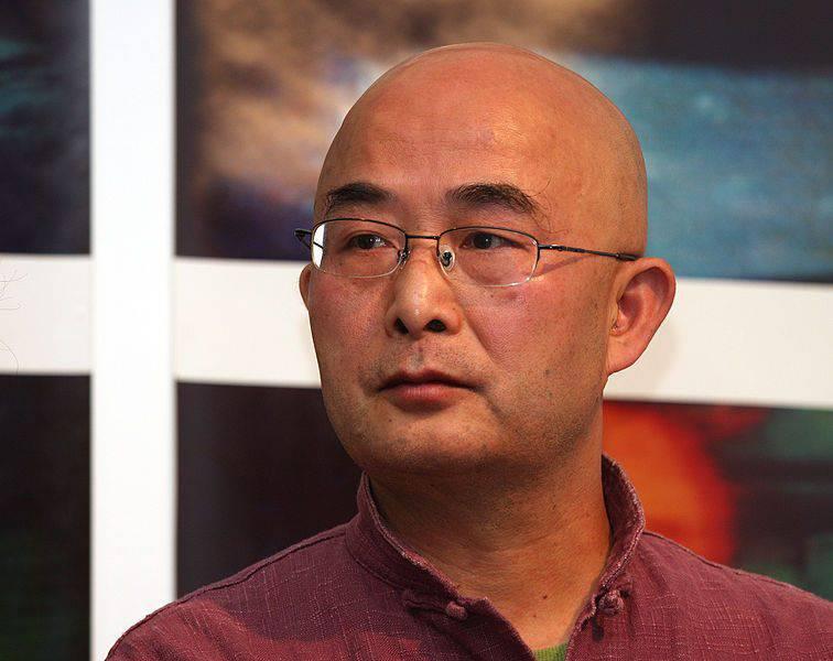 Cina, il governo vieta allo scrittore dissidente Liao Yiwu di lasciare il paese