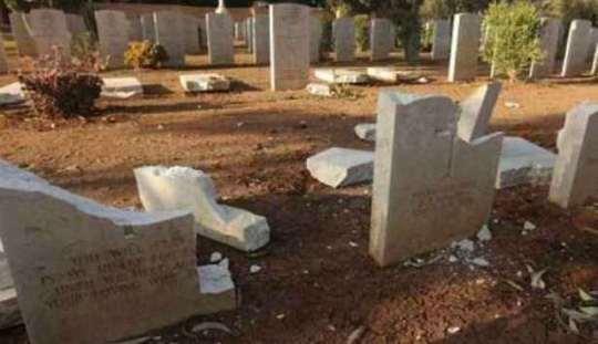 Libia, cimitero di Bengasi: integralisti islamici distruggono lapidi di soldati britannici e italiani (video YouTube)