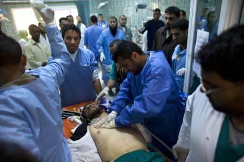 Guerra in Libia: i ribelli lanciano l'allarme umanitario per Tripoli