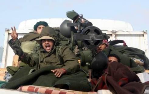 Guerra in Libia: Gheddafi vuole barattare l'addio, consiglio dei ribelli rifiuta proposta