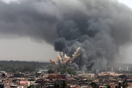 Guerra in Libia: la coalizione occidentale traballa, Rasmussen chiede più soldi all'Europa