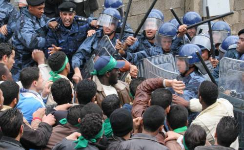 Almeno 24 i manifestanti morti in Libia. A denunciare l'accaduto l'organizzazione Human Rights Watch