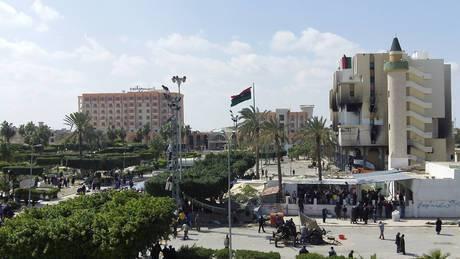 """Rivolta in Libia: Muammar Gheddafi compare alla Bbc: """"Obama è bravo ma disinformato"""""""