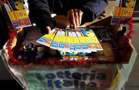Biglietti della Lotteria Italia (Foto: ALBERTO PIZZOLI/AFP/Getty Images)