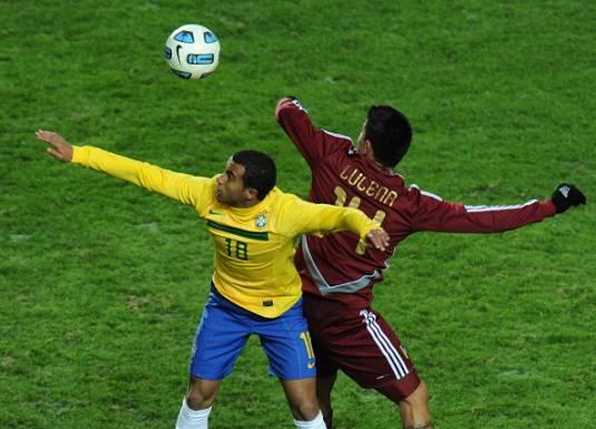 Inter, cedere Maicon e Julio Cesar per arrivare a Lucas
