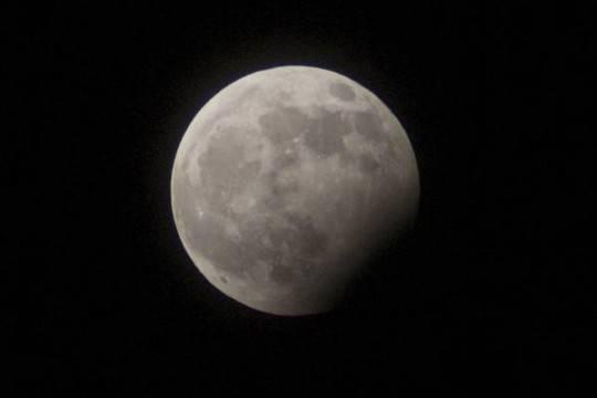 Russia: un piano per nazionalizzare parte della Luna?