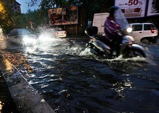 Maltempo a Roma: tempesta tropicale manda traffico in tilt