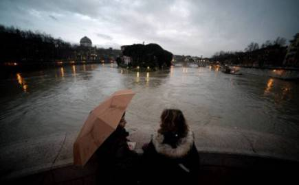 Il Tevere in piena a Roma (FILIPPO MONTEFORTE/AFP/Getty Images)