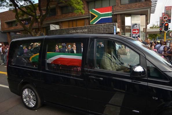 Mandela: allestita la camera ardente
