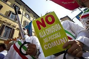 Manovra economica: a Milano oltre mille sindaci sono scesi in piazza