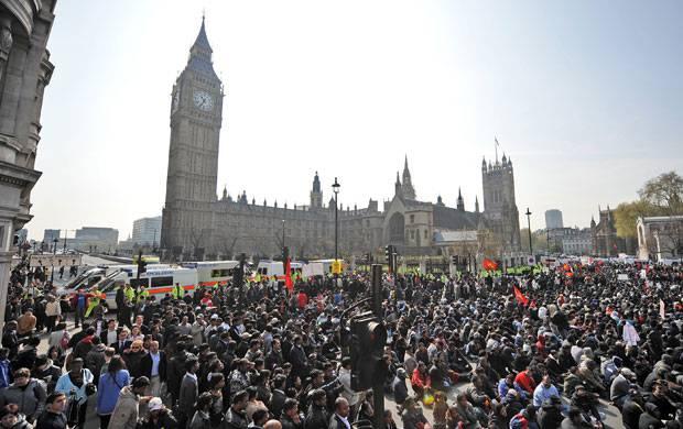 Gran Bretagna: domani due milioni di dipendenti pubblici in piazza contro la riforma delle pensioni