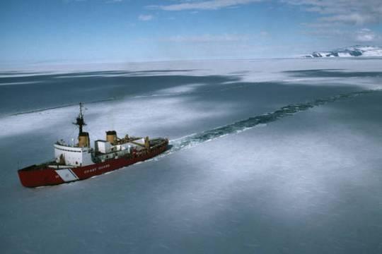 Nave russa urta contro un iceberg e affonda nel Mare di Bering