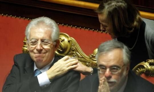 """Manovra finanziaria: Mario Monti incassa la fiducia. Berlusconi: """"Ora devono trattare con noi"""""""