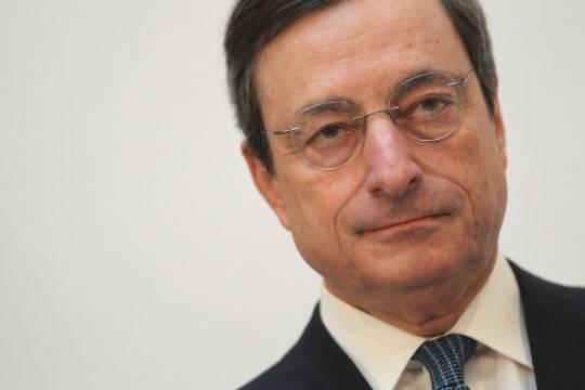 """Mario Draghi sul Pil dell'Italia: """"E' arrivato il momento di cedere sovranità all'Europa"""" Renzi: """"Sono d'accordo. Con le riforme l'Italia tornerà a volare"""""""