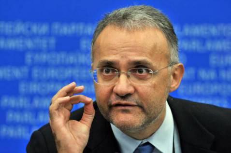 Il ministro della Difesa Mario Mauro (GEORGES GOBET/AFP/Getty Images)