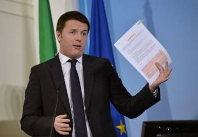 Matteo Renzi in conferenza stampa dopo il CdM di ieri (ANDREAS SOLARO/AFP/Getty Images)