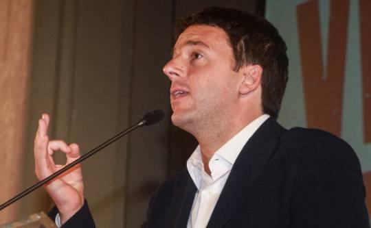 """Renzi accusa: """"Asse Berlusconi-Grillo per mantenere il Porcellum"""""""