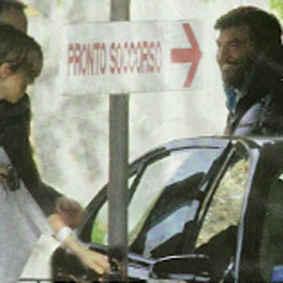 Max Giusti paparazzato col figlio Matteo appena nato