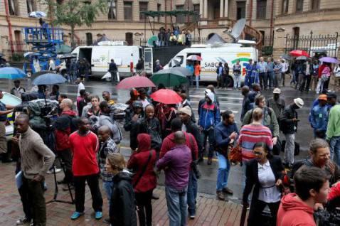 Giornalisti davanti al tribunale di Pretoria (Christopher Furlong/Getty Images)