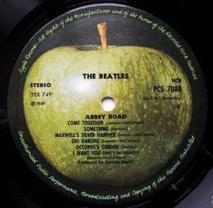 Apple reclama il marchio della mela verde dei Beatles