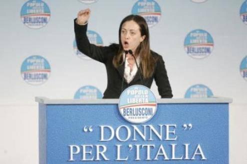 """GOVERNO / Donne, scontro fra deputate finiane e berlusconiane. Contini: """"Troppe minigonne nel Pdl"""""""