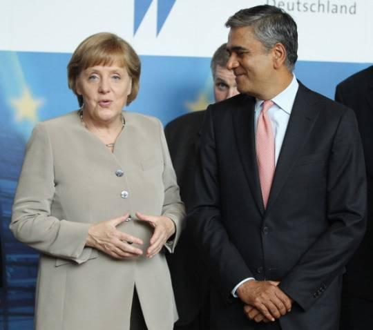 Crisi Europa, Angela Merkel: avanti con il rigore. Fitch declassa banche spagnole