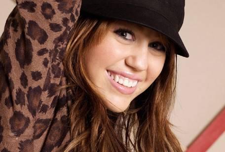 mil11 Miley Cyrus nel ruolo di detective in So Undercover