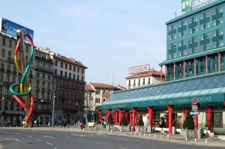 A Milano è polemica sulla proposta di rinominare piazza Cadorna dedicandola a Vittorio Arrigoni