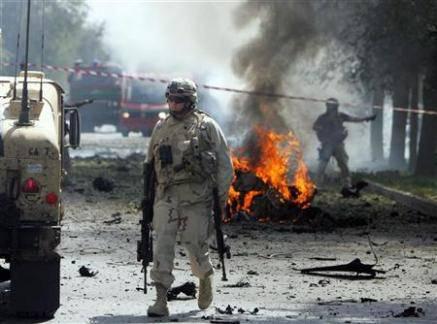 Afghanistan: Kabul presa da assalto dai kamikaze