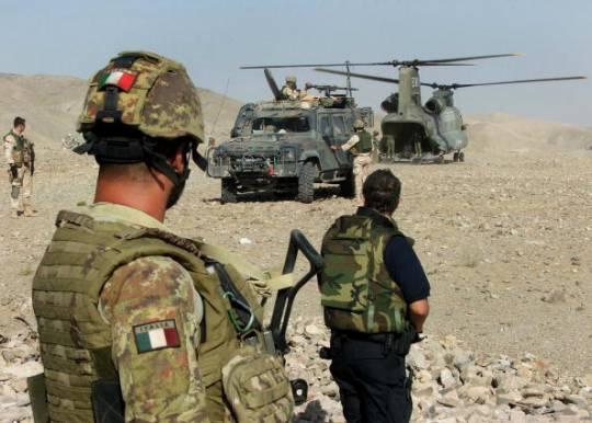 Afghanistan: colpi d'arma da fuoco contro elicottero italiano
