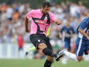 mirko vucinic juventus 30394274 500x375 300x225 Juventus: Vucinic si fa male in nazionale