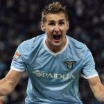 Lazio a due punti dalla Champions League: battuto il Chievo 3-0. Video highlights e gol del match